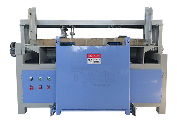 Pallet stringer slot making machine